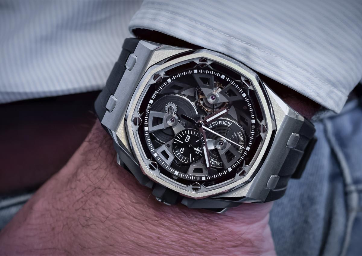 Super replica 6 novit che audemars piguet porter al sihh for 6 salon in royal oak